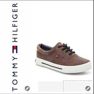 NWT Tommy Hilfiger Boys Faux Leather Sneakers